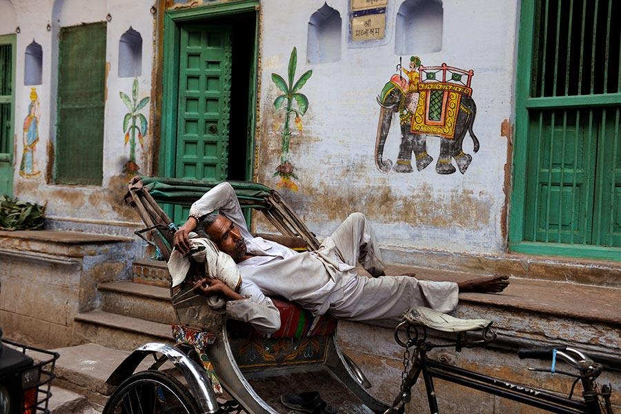 INDIA-10923