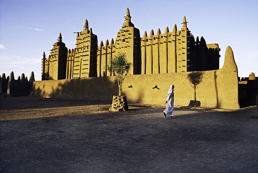 Mud mosque, Djenne, Mali, 1986. MALI-10012NF7 Unguarded Moment_Book