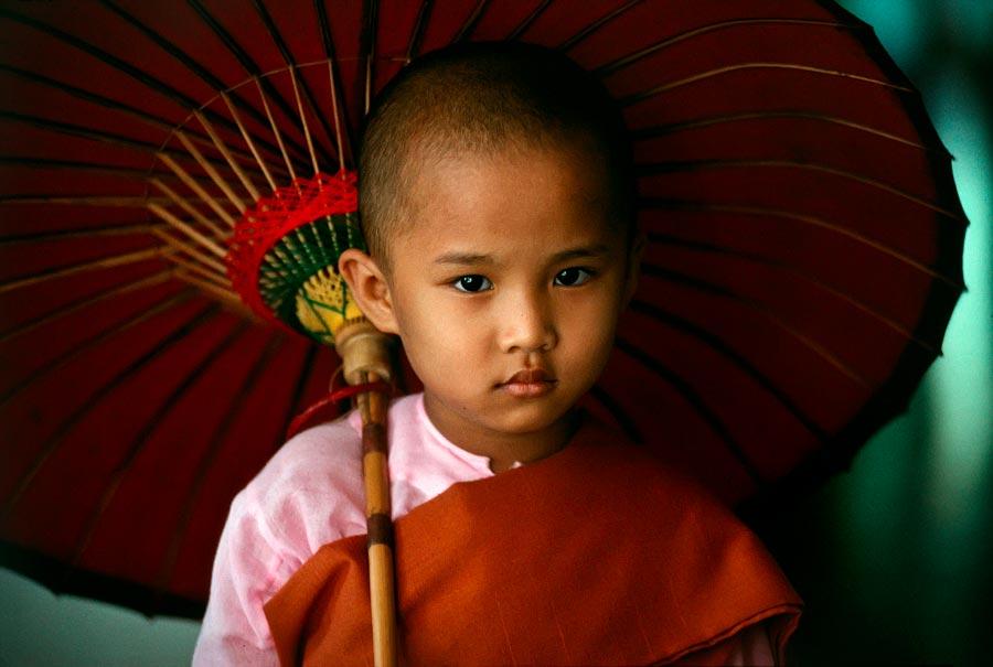 Young nun, Rangoon, BURMA-10013NF2, Burma/Myanmar, 1994