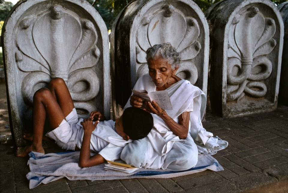 SRILANKA-10087, Sri Lanka, 12/1995, Boy Reading with mother in temple.