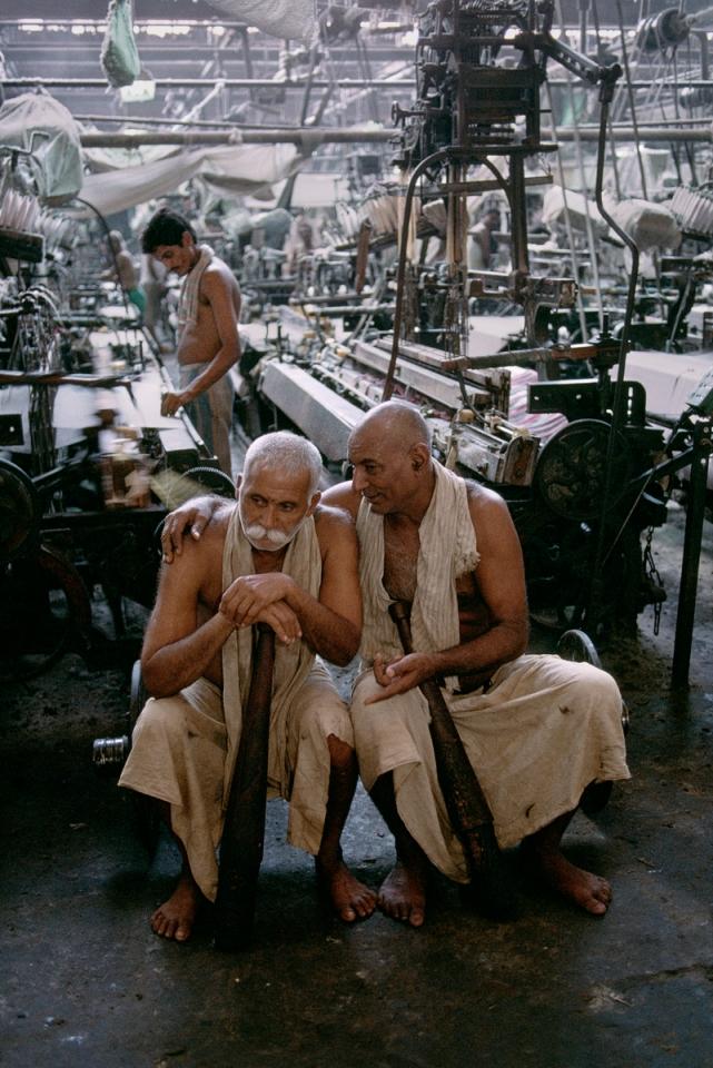 INDIA-10679NF2, Bombay, India, 09/1993. Textiles,