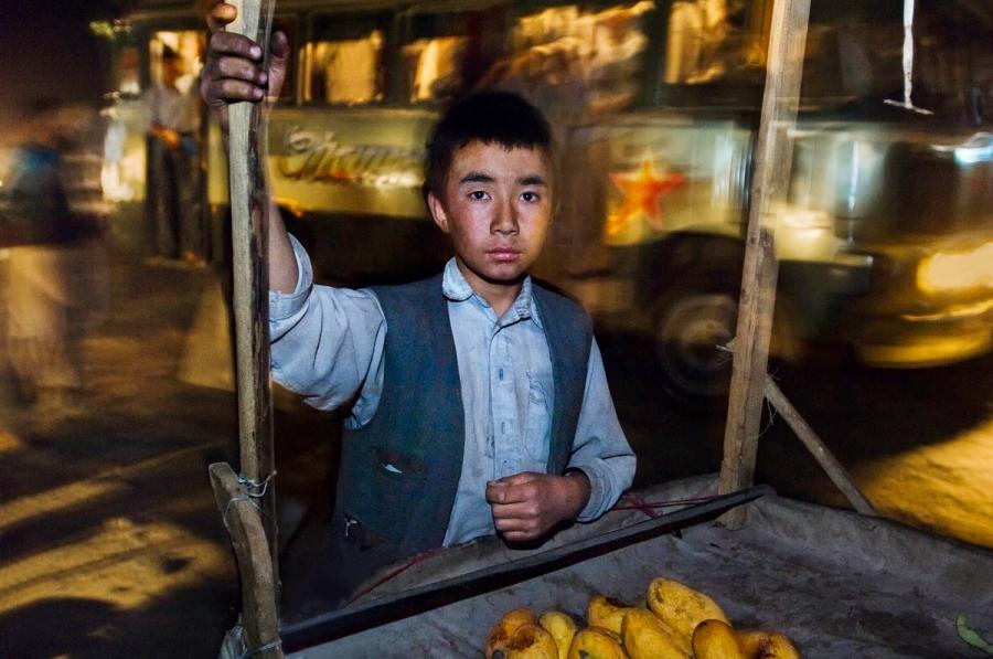 Fruit Vendor, Hazara People, Afghanistan, final print_milan, 2007