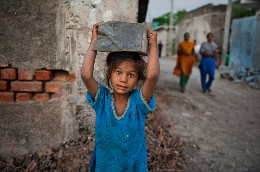 SAM_2957; Rajasthan, India; 05/2008, INDIA-11398. Girl carrying stone.  retouched_Ekaterina Savtsova 03/19/2015