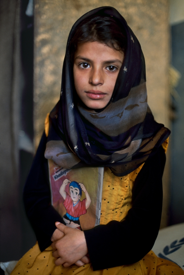 01803_02, Aghanistan, 10/2002, AFGHN-13995. A girl holds a comic book. Retouched_Sonny Fabbri 06/02/2014