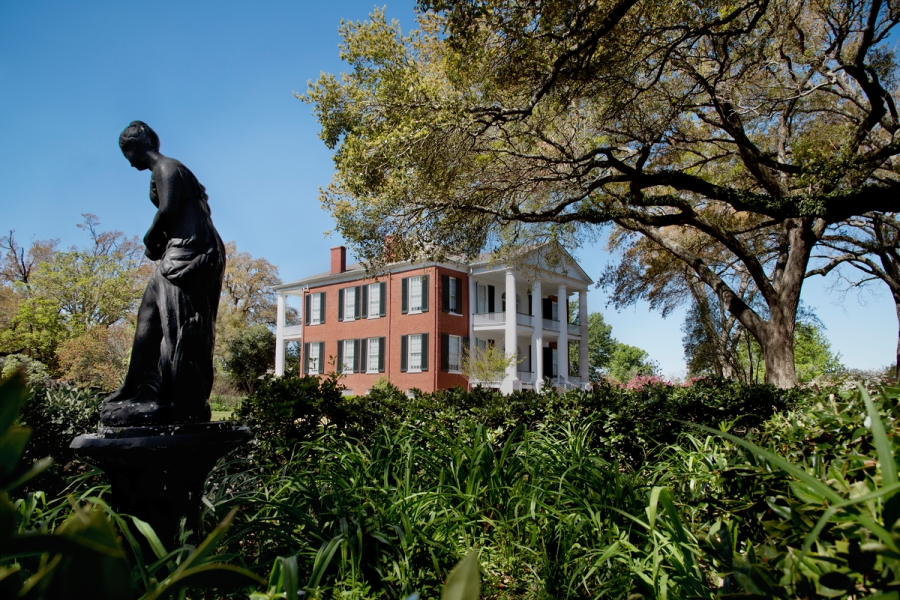 DSC_6123, Deep South, Vicksburg, Mississippi, USA, 04/2014, USA-11044. A statue beside a house. CHECK IMAGE USAGE final_Smithsonian Magazine retouched_Sonny Fabbri 7/15/2015