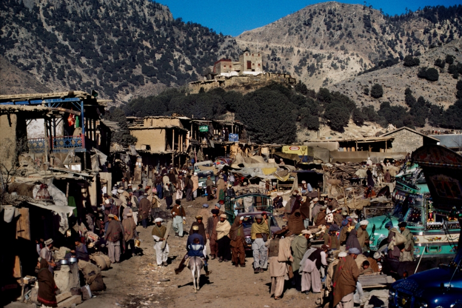 02087_10, Afghan Border, 12/1984, AFGHN-14378. Crowded market in Afghanistan. retouched_Ekaterina Savtsova 04/15/2015