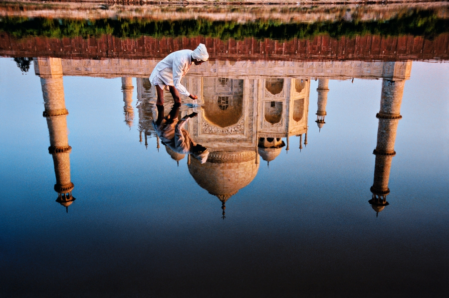 Agra, Uttar Pradesh, India, 1999, INDIA-10223NF. A man takes a drink of water from the river. final print_milan final print_Sao Paulo India_Book retouched_Sonny Fabbri 02/26/2015